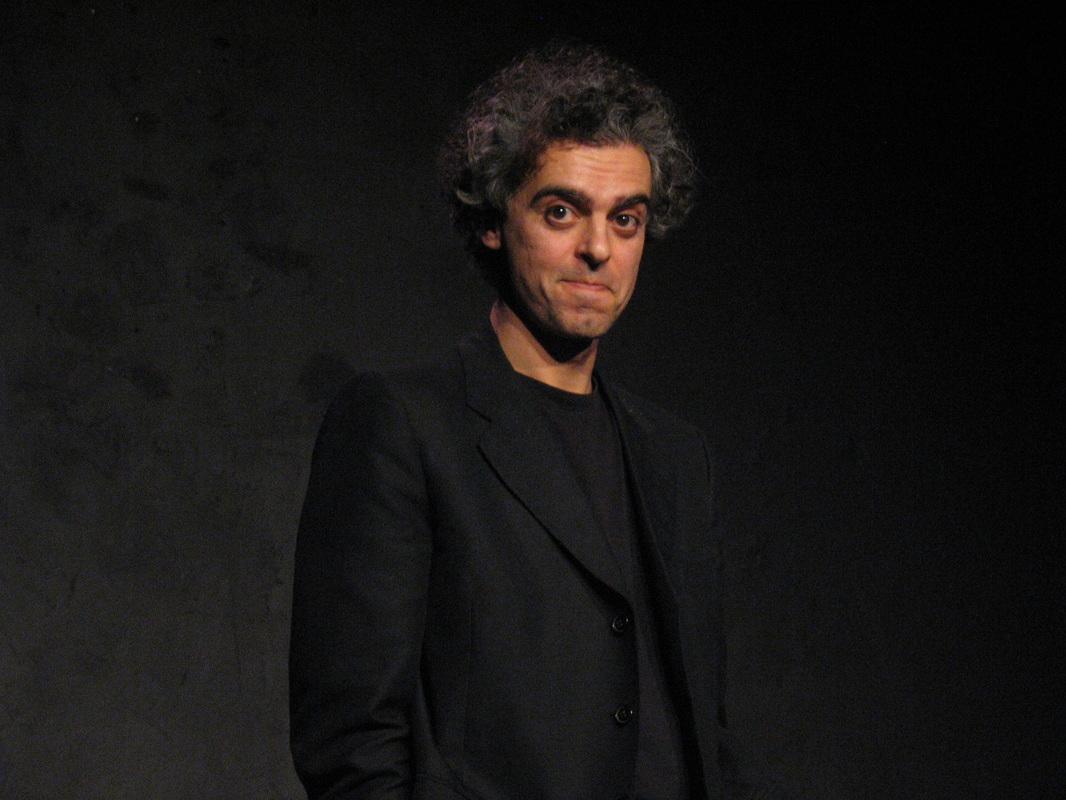 Il teatro di Andrea Cosentino: la necessità del rischio e la libertà del clown.