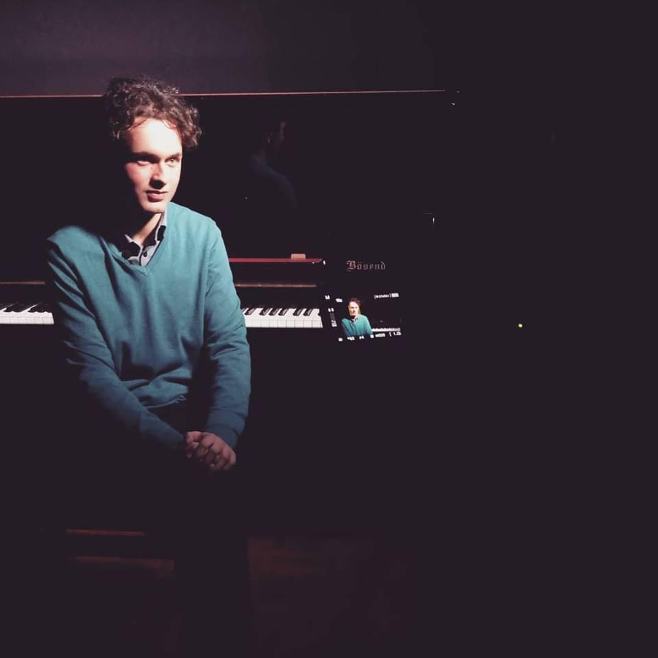 Il pianista Daniele Lasta, dalla break dance alla musica romantica.