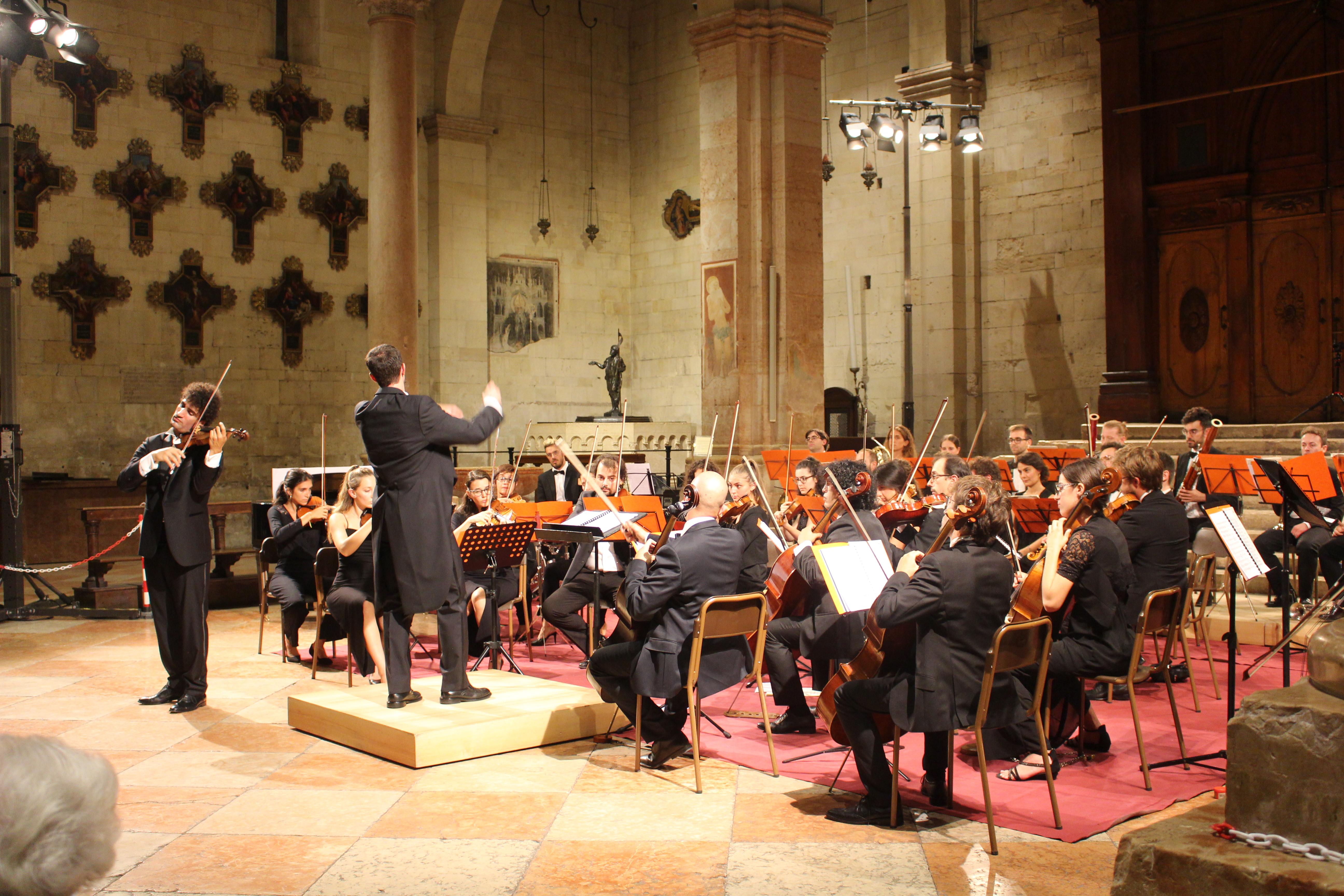 Le foto dell'Orchestra Machiavelli in concerto con Davide De Ascaniis