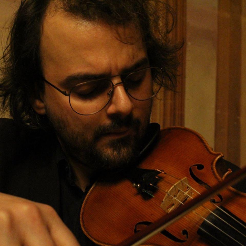 Stefano Soardo insegnante del corso School of Rock con Casa di Derborah